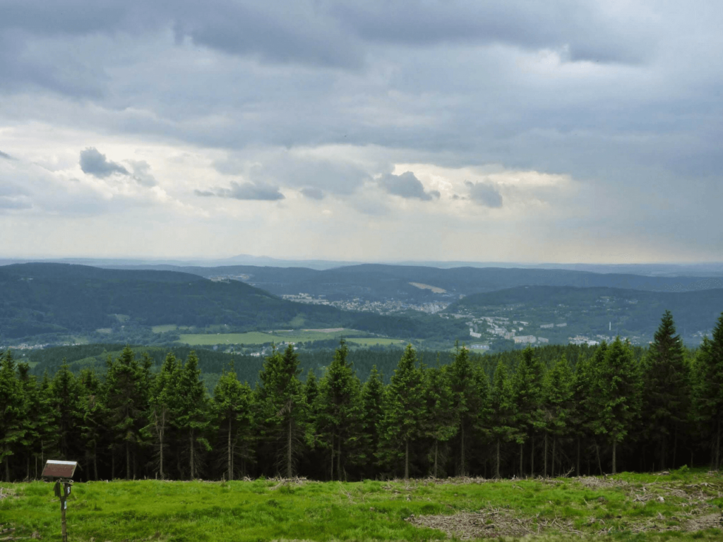 Ausblick Großer Beerberg auf den Thüringer Wald