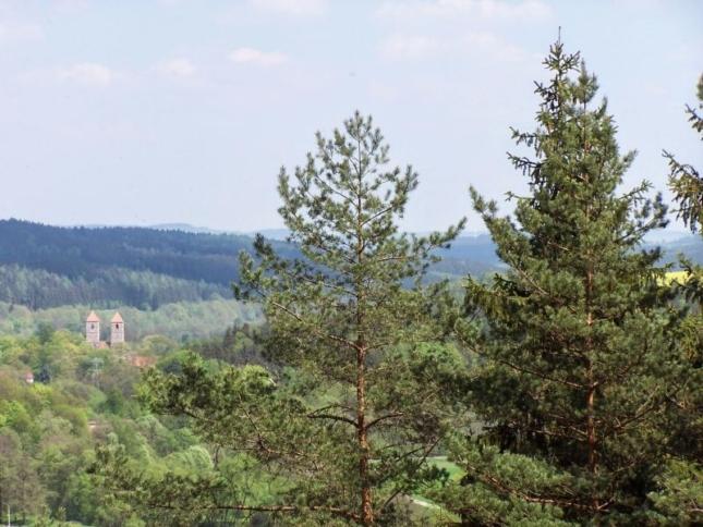 Blick auf das Kloster Veßra vom Iltenberg