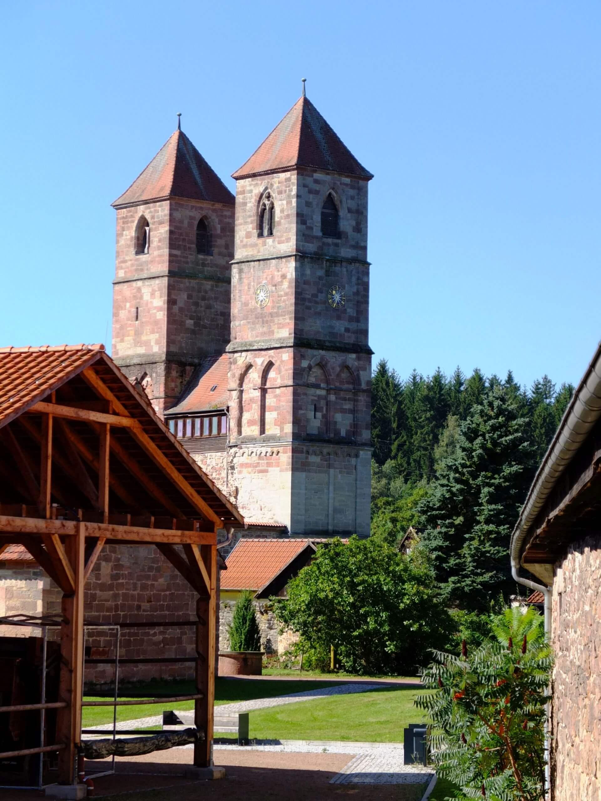 Die Türme des Kloster Veßra in Thüringen