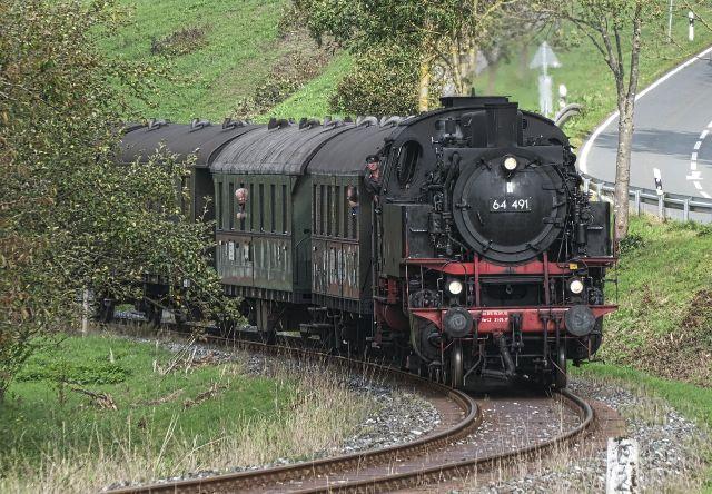 Dampflok auf den Schienen